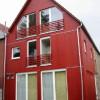 Dezember 03 - Holzhausanbau in Mainz-Gonsenheim mit Fassadentafel in rubinrot