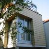 August 04 - Anbau mit Fassade aus Tonplatten