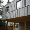 Juni 09 - Anbau in Holzständerbauweise mit Fassadengestaltung in Stehfalz
