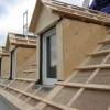 Dezember 10 - Trotz Schneechaos werden Dachumdeckungen in Gonsenheim ausgeführt.